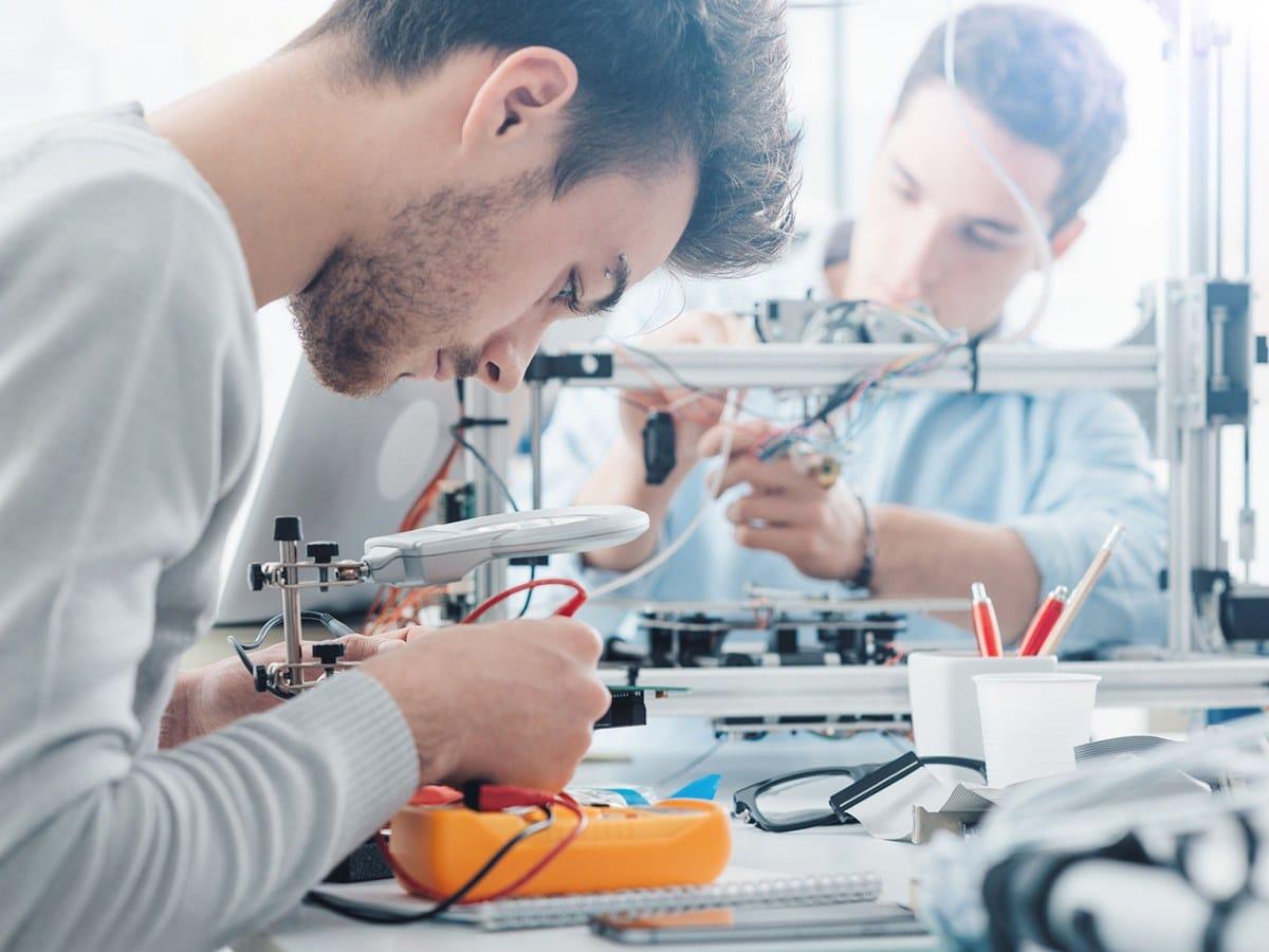 Arbeidsmarkt blijft op zoek naar technisch geschoold personeel